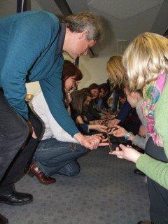 Zusammen arbeiten, gemeinsam etwas erreichen - verschiedene Übungen zum Stressabbau wurden an dem Pädagogischen Tag durchgeführt. Foto: SMMP/Hofbauer