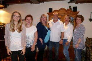 Abschied: (v.l.) Dr. Christina Heidler, Kathrin Kreutzkamp, Gaby Petry, Thomas Petry, Brigitte Mühlenkamp und Kerstin Kocura. Foto: SMMP/Hofbauer