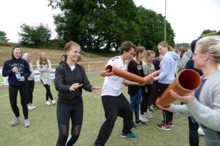 Zunächst war es trocken und das Sportfest machte den Klassen (hier die AHR 11b) Spaß. Foto: SMMP/Hofbauer