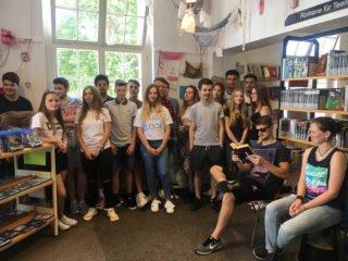 Die FHR 11c bei ihrem Besuch in der Dorte-Hilleke-Bücherei Menden. Foto: SMMP