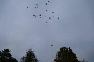 Nach der Gedenkandacht wurden Luftballons gen Himmel steigen gelassen. Foto: SMMP/Hofbauer