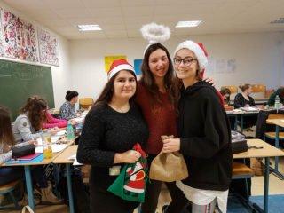 """Der Nikolaus schickte dieses Jahr drei Helferinnen ins """"Placida"""". Foto: SMMP/Hofbauer"""