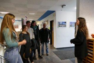 SV-Mitglied Selina Spallek führte durch die Schule. Foto: SMMP/Hofbauer