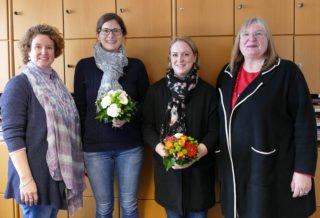 Schulleiterin Gaby Petry (r.) und ihre Stellvertreterin Kerstin Kocura (l.) begrüßten Lisa Kuckhoff (2.v.l.) und Claudia Weltermann im Kollegium. Foto: SMMP/Hofbauer