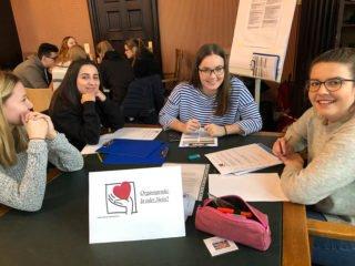 Die Schülerinnen der FHR 12a gingen mit Elan daran, sich über Organspende zu informieren. Foto: SMMP/Sydow
