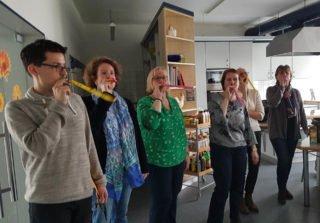 Liebe Kollegen hatte eine kleine Feier in der Schulküche organisiert. Foto: SMMP/Hofbauer
