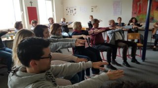 Bewegung war bei der Lehrerfortbildung angesagt - aber bei weitem keine Sitzgymnastik! Foto: SMMP/Hofbauer