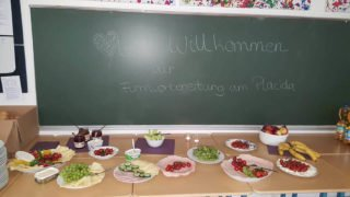 """Die jungen Mädchen wurden zur Firmvorbereitung herzlich im """"Placida"""" begrüßt. Foto: SMMP/Köhler"""