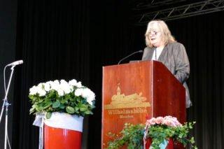 Schulleiterin Gaby Petry begrüßte dann auf der Wilhelmshöhe. Foto: SMMP/Hofbauer