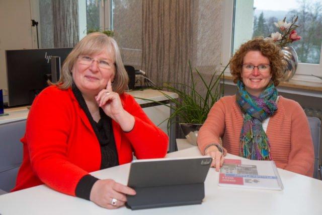 Legen im Interview die Vorteile des Dalton-Plans dar: Schulleitrein Gaby Petry (l.) und ihre Stellvertreterin Kerstin Kocura. Foto: SMMP/Ulrich Bock