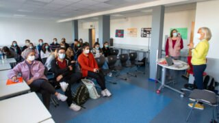 In der Klasse FHR11c (Fachhochschulreife mit Schwerpunkt Sport) geht es um die weltweiten Projekte der Ordensgemeinschaft. Foto: SMMP/Ulrich Bock